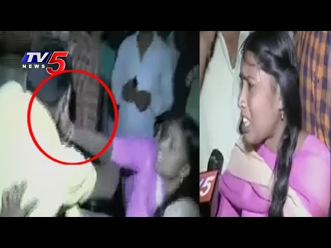 Eve-Teasers Thrashed by Woman in Public | Khammam | Telugu News | TV5 News