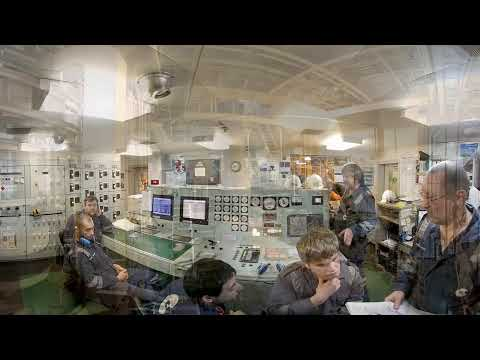 360° video. Bulk carrier Clipper Lis - Down in the engine Room