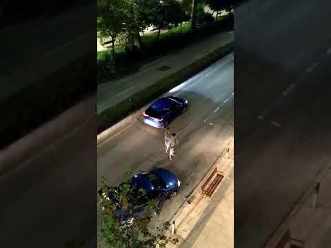 Una pelea en el centro de Santander pone en peligro a los viandantes y el resto de vehículos