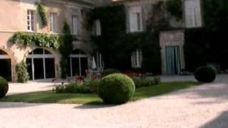 シャトー・カルボニューの中庭へ20060615 Chateau Carbonnieux