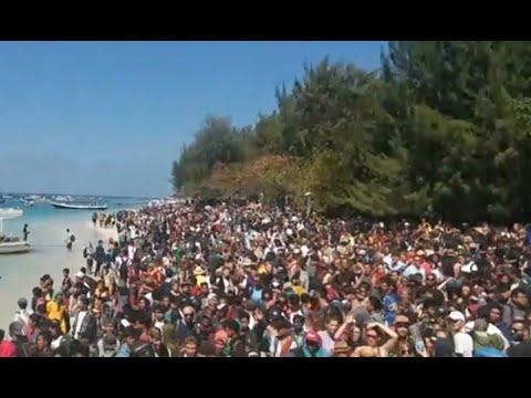 Detik-detik 1.000 Wisatawan Dievakuasi dari Gili Trawangan