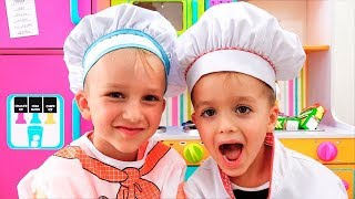 Vlad und Nikita spielen Restaurant und liefern Spielzeuggerichte
