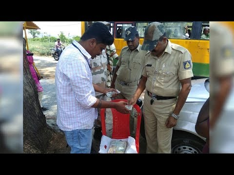 Police seize over Rs 2 lakh at the Gadag check post in Karnataka