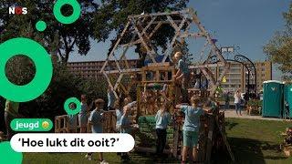 Kinderen bouwen reuzenrad in huttenbouwdorp