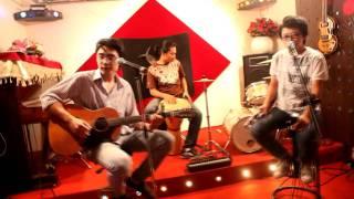 Born This Way - Esc Tran feat. Minh Mon (acoustic cover)