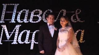 Молодожены на свадьбе говорят об огненном шоу