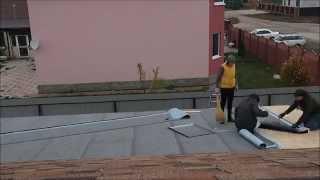 Укладка нижнего слоя(Укладываем самоклеющийся техноэласт С вдоль ската. Верхний слой - наплавляемый техноэласт декор корчичнев..., 2014-10-19T18:08:22.000Z)