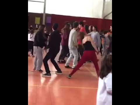 Girl dancing to baby shark at school dance - YouTube