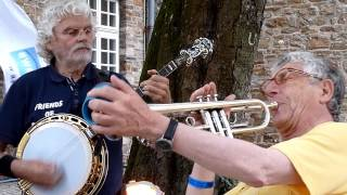 "Friends of Dixieland play ""When My Dreamboat Comes Home"""