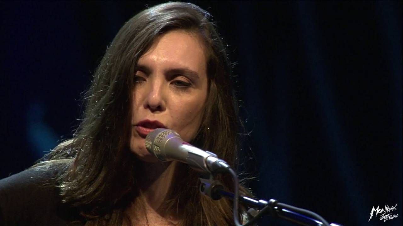 Adriana calcanhotto publico amazon. Com music.