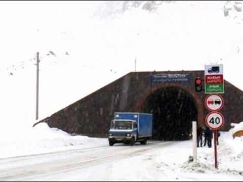 Перевал Тоо Ашуу чистят от «снежных капканов»