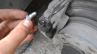Как заменить обломаный штуцер прокачки тормозного цилиндра супорта на ВАЗ 01-07 (Классика)