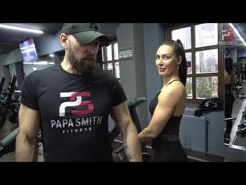 Тренировка на плечи для девушек от Папы Смита и Евгении Рудковской