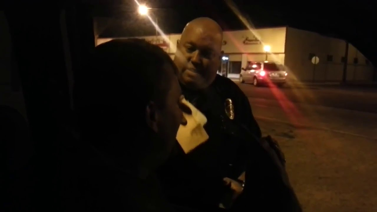 POLICE OFFICER GOES BALISTIC WHEN CONFRONTING CITIZEN WHO KNOWS THE LAW