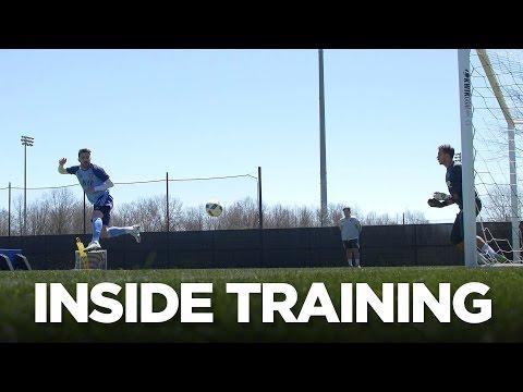 David Villa practices finishing | Inside Training 10
