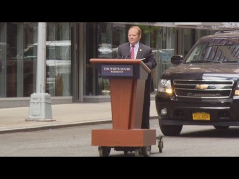 Melissa McCarthy Excites Fans as She Films 'SNL' Skit as Sean Spicer in NYC