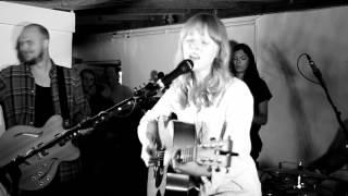 Lucy Rose - Middle Of The Bed (Live in the Barefoot Orangery 160812)