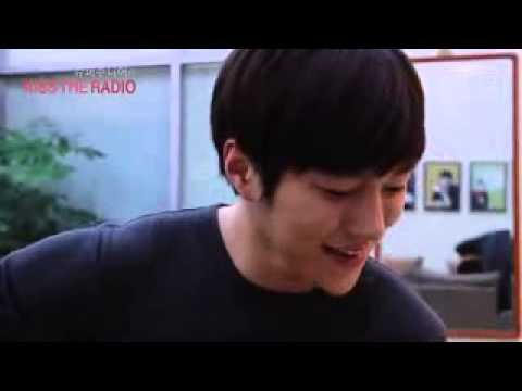 [CUT] 140604 myungsoo playing guitar and singing 'can you smile'