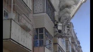 Спасаясь от пожара, люди прыгали из окон.MestoproTV
