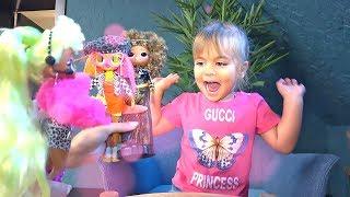 Оливия c Мамой распаковывает куклу LOL Surprise OMG SWAG I'm a Fashion Dool