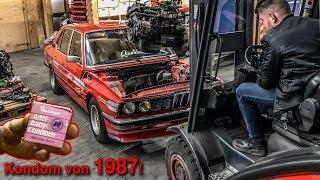 BMW E12 Motor ausbau | Kondom von 1987 gefunden | QUALITATIEF