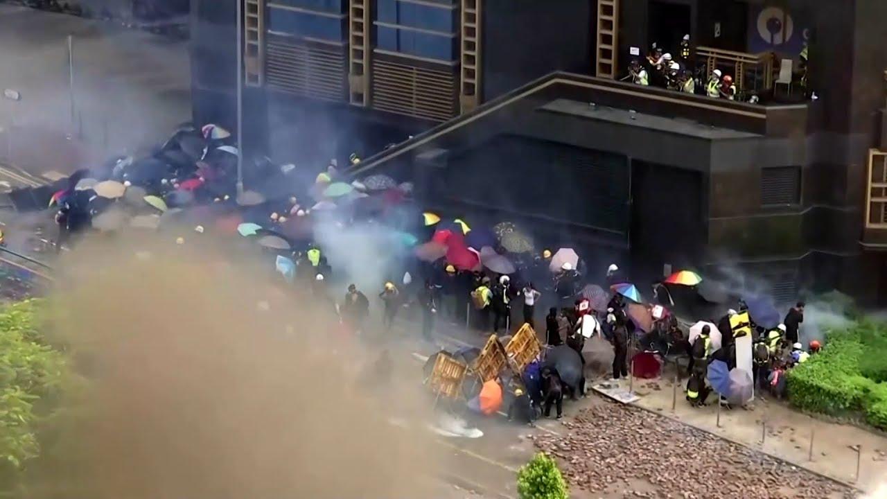 Khói lửa tơi bời tại Đại Học Bách Khoa Hồng Kông