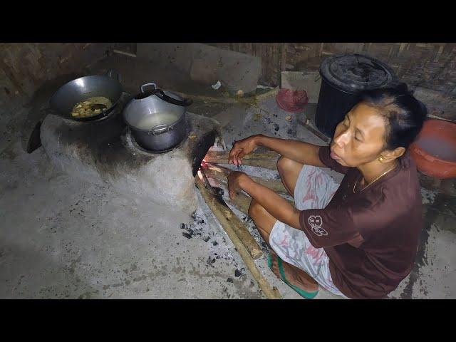 Emak tercinta lagi masak  ||  perjuangan seorang ibu