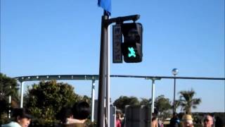 神奈川県が、「さがみロボット産業特区」の周知広報を目的とし設置した、特区のイメージキャラクターの「鉄腕アトム」を使用した歩行者用信...