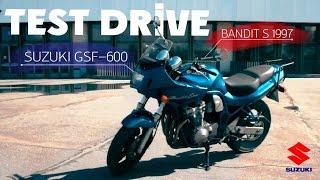 Тест-драйв Suzuki GSF 600 Bandit. Настоящий бандит?(Тест-драйв Suzuki GSF 600 Bandit. В этом видео: - История модели - Секрет успеха Suzuki Bandit на Японском рынке - Отличия..., 2015-05-12T17:19:42.000Z)