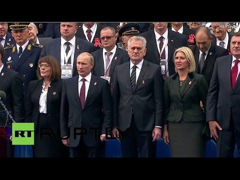 Владимир Путин принимает участие в смотре военного парада в Белграде