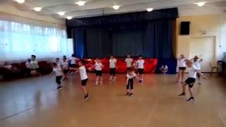 Урок физкультуры в первом классе 2. Прыжки на скакалке.