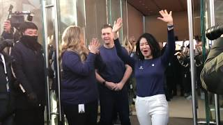 Gambar cover FIRST CUSTOMER AT 500th APPLE STORE also S.Korea's first apple store