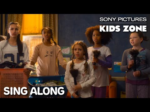 "Annie (2014) - ""It's The Hard Knock Life"" Sing Along 