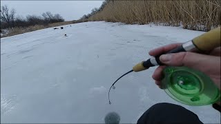 Ловля на балансир Щука Окунь Рыбалка на малой речке Весенний лед