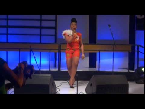 Kissing by Yemi Alade @The Future Africa Awards, 2014