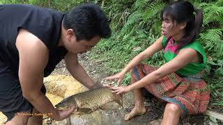 Survival Skills - Primitive Fishing Catch Big Fish By Mud Hole - Cooking Big Fish for Food