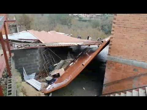 Cae un tejado en Lérez a causa del temporal