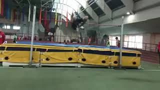 Егор Гуптор - личный рекорд в прыжке в высоту - 2.10м