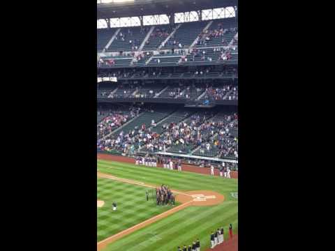 Shorewood Elementary School Choir National Anthem at the Mariner's
