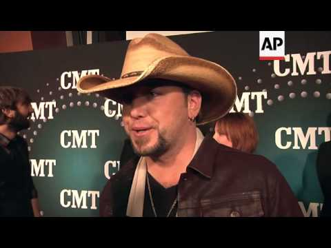 cmt-artist-of-the-year-show-attendees-reveal-their-new-year's-resolutions