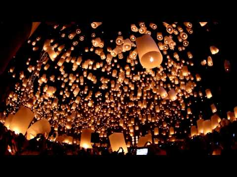 Floating Lanterns Festival - Yi Peng / Loy Krathong - Chiang Mai, Thailand