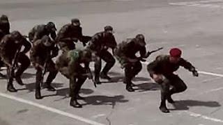 """Хит интернета_.""""Танцы африканских курсантов с автоматами стали хитом в интернете"""