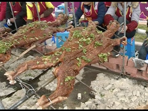 2,500 Kilos of Roast Lamb Served for 4,000 People in Sichuan, Setting New World Record