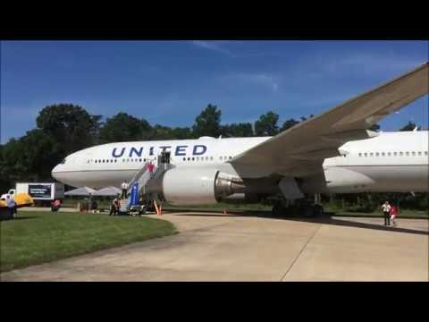 United Airlines Boeing 777-200ER Cabin Tour And Walk Around