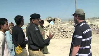 Homeless Pakistan quake survivors await help