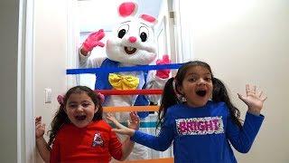 Tavşanı Hırsız Sandık Kim Çıktı? Mom Fell Asleep - Kids Pasting Colored Bands on the Door  Fun Kids