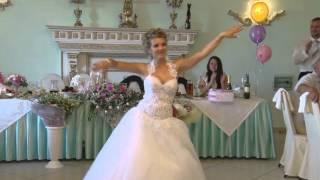Невеста танцует тектоник!(Видеосъемка свадеб в Коломне - www.sergeeva-galina.ru 8-903-233-95-32., 2014-07-21T19:01:17.000Z)