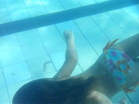 Carol mergulhando na piscina youtube - Imagenes de piscinas ...