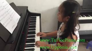 Lớp piano trẻ em Thủ Đức - TINA - Jingle Bells [TT ÂN Upponia - Tự Học Piano.com]