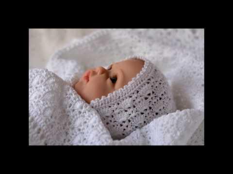 Плед вязанный для новорожденного. Плед и шапочка на выписку.